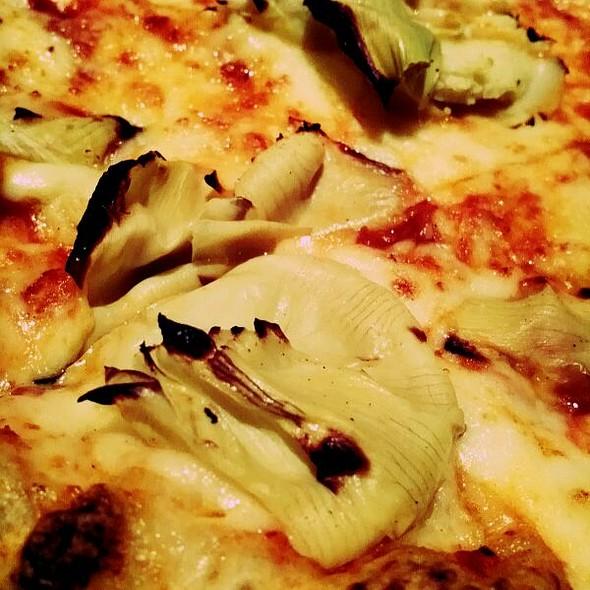 Pizza Alcachofas @ Pizzeria Napoli