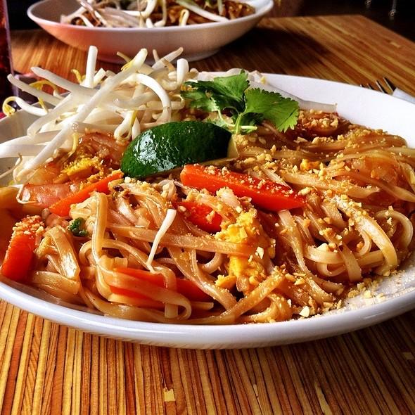 shrimp pad thai @ Noodles & Company