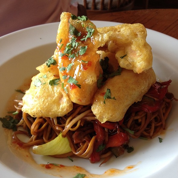 Crispy Chill Chicken & Noodles @ The Mad Moose Arms & 1 Up Restaurant