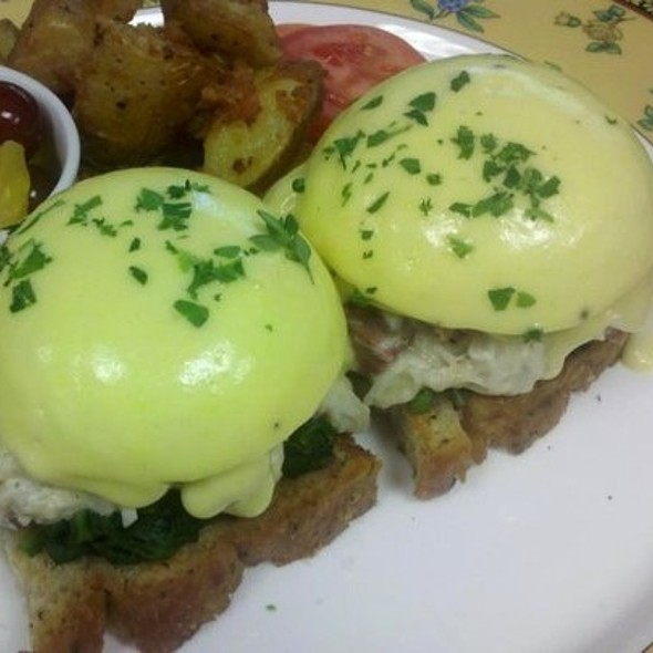 The Chesapeake Eggs Benedict (with Crab) - Lightfoot Restaurant, Leesburg, VA
