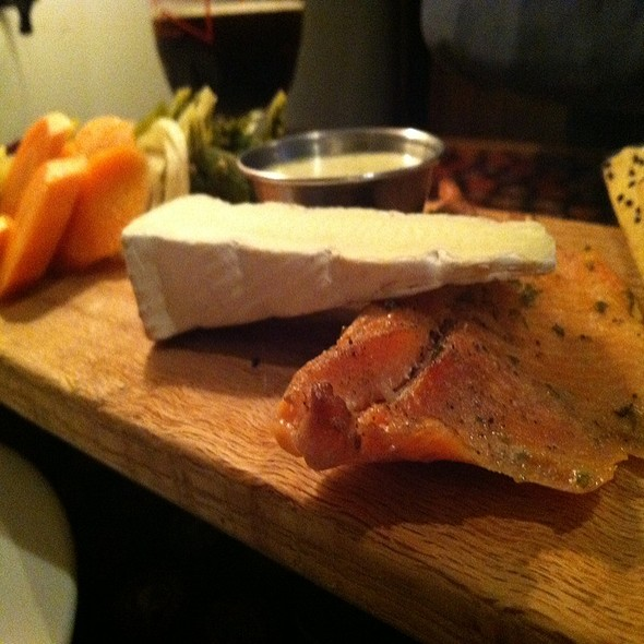 Smoked Salmon Board With Flatbread @ Saraveza