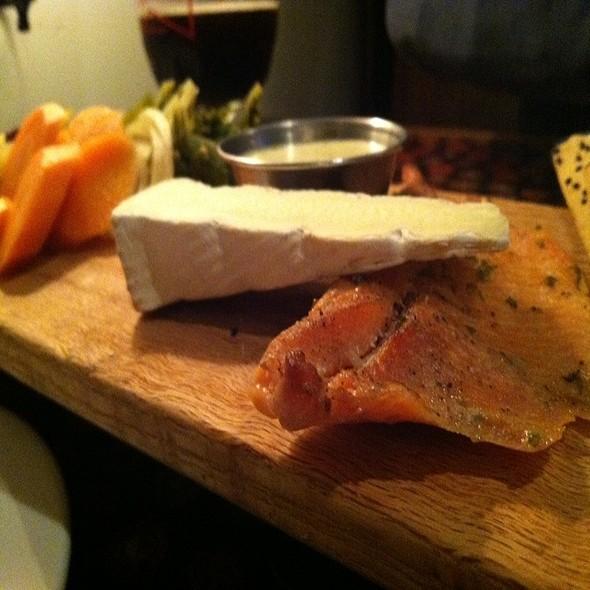 Smoked Salmon Board With Flatbread @ Saraveza