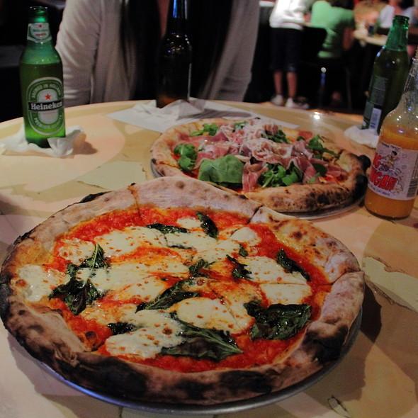 Pizza Margherita @ V-Lounge in Honolulu