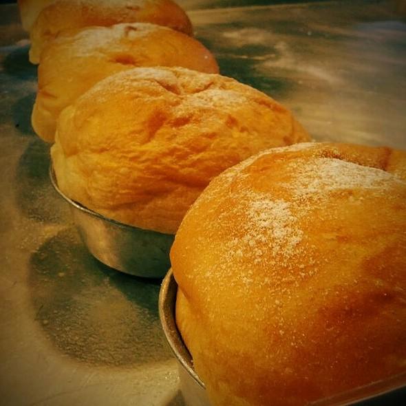 ขนมปังไส้เนยสด