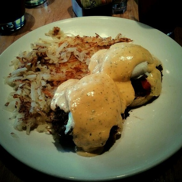 Roast Beef Benedict @ Wildberry Pancakes & Cafe