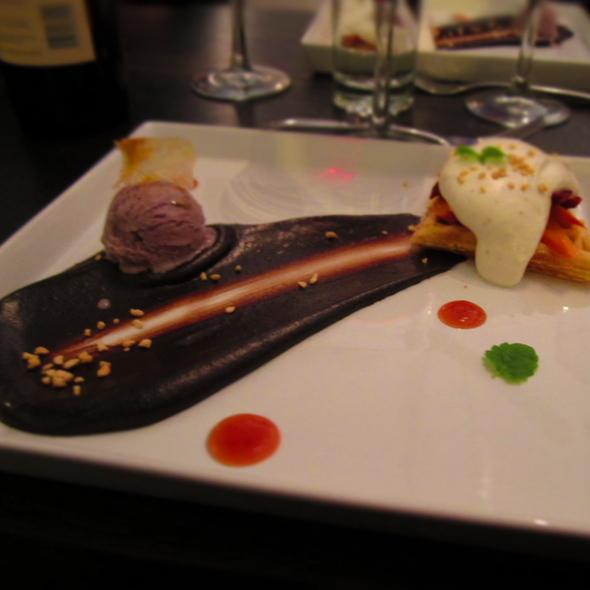 Belgian White Chocolate Waffle @ Bonsoiree