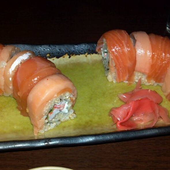 Salmon twist roll @ Fugi Tei