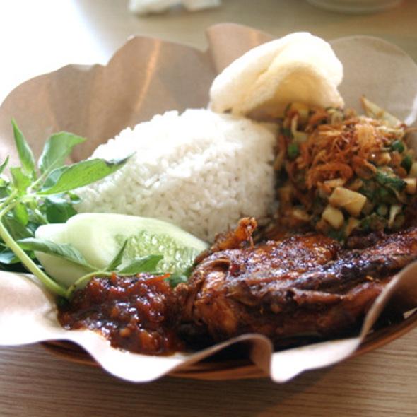 Ayam Bakar Tulang Lunak @ Ayam Presto Ny. Nita