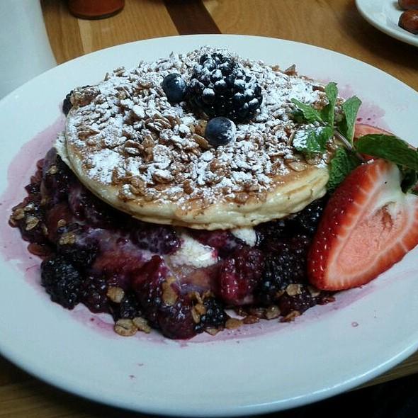 Blackberry Bliss Cakes @ M Henrietta