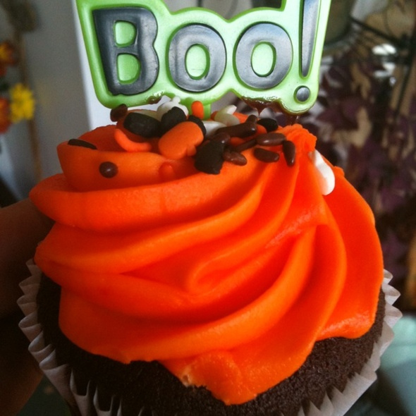 Halloween Cupcakes @ A&P Grocery Store