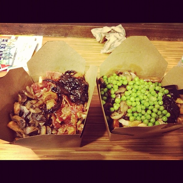 Hogtown And Veggie Deluxe Poutine