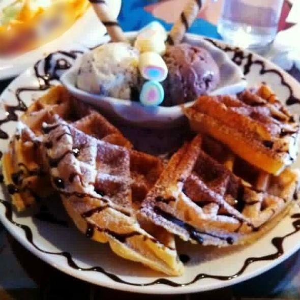 Waffle With Ice Cream @ Cafe Halo