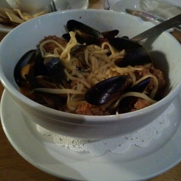 Spicy Sausage Linguine With Mussels @ Northside Grille