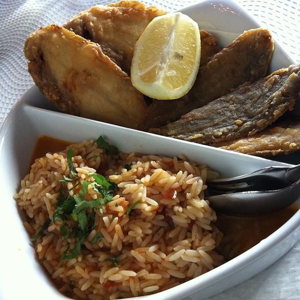 Linguadinhos fritos com arroz de tomate @ Voltar ao Cais