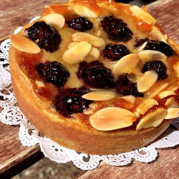 Blackberry Almond Tart @ Tartes