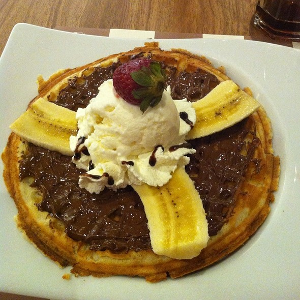 Nutella Waffle @ Crepes & Waffles