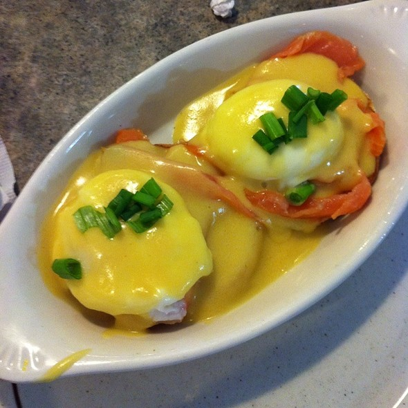 Smoked Salmon Eggs Benedict @ Cassels Family Restaurant