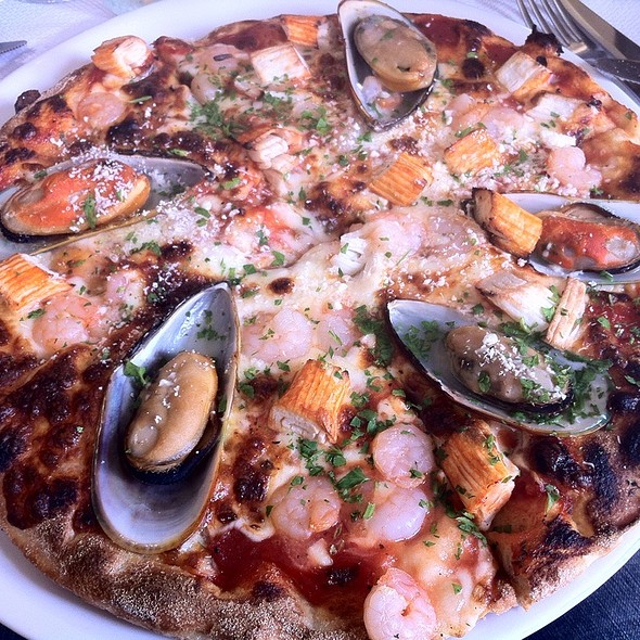 Cheesy Seafood Pizza @ D Bar