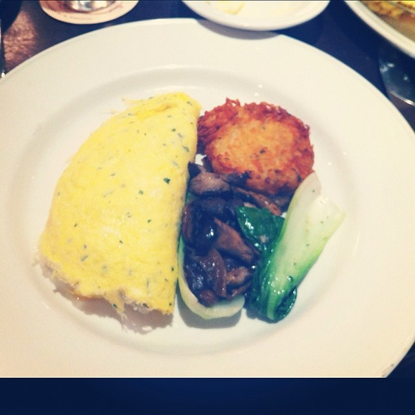 Goat Cheese Omelette With Herbs, Bok Choy, Mushrooms And Rosti @ Le Sélect Bistro