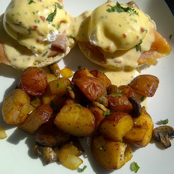 Salmon Eggs Benedict With Roasted Potatoes