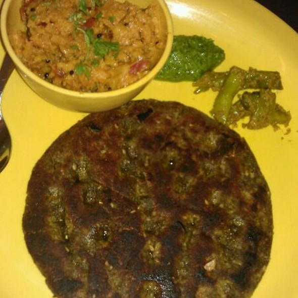 Thalipeeth @ Swati Snacks