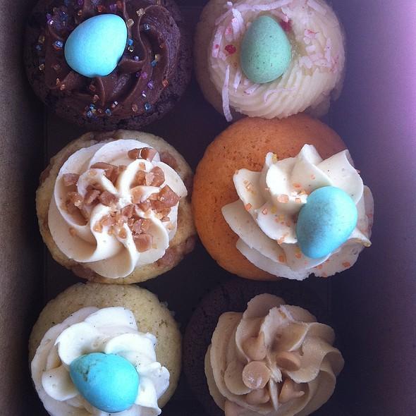 Cupcakes @ Monsieur Félix & Mr. Norton Cookies