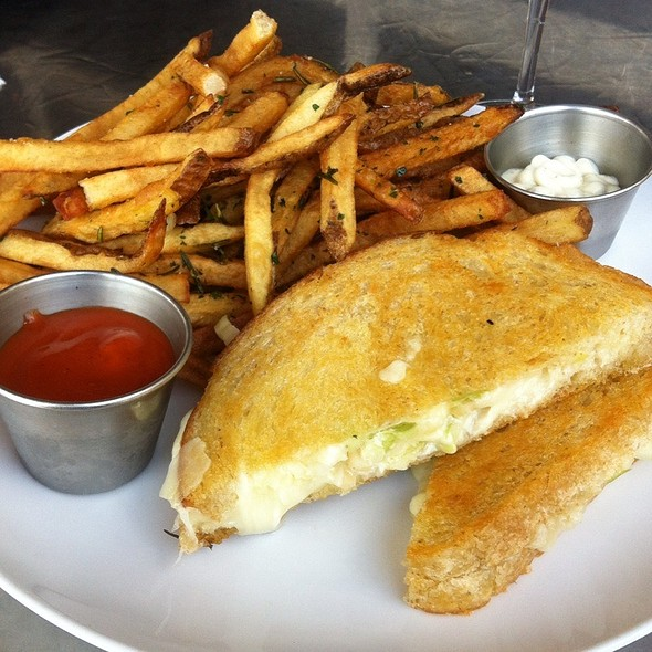 Grilled Cheese Sandwich @ Block 7 Wine Company