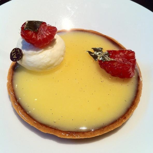 Tarte au Citron / Lemon Tart @ LE SALON DE THÉ de Joël Robuchon