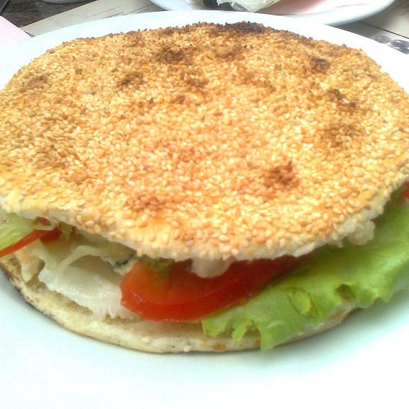 Вегетаријански сендвич со моцарела и горгонзола @ Енрико