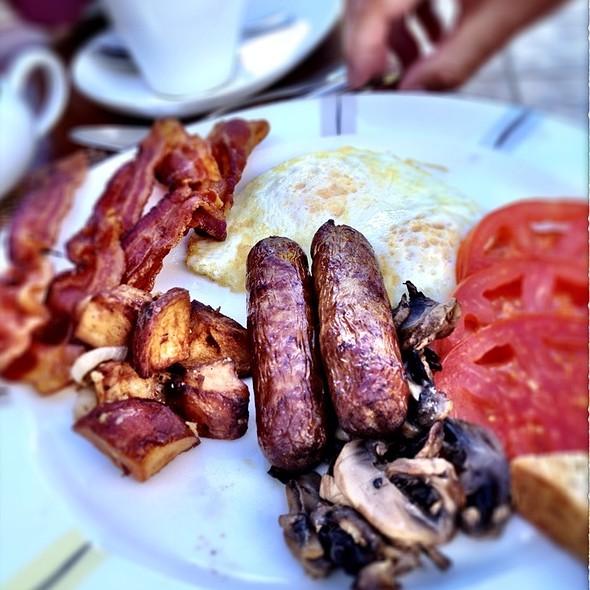 Breakfast @ Tradewinds Restaurant