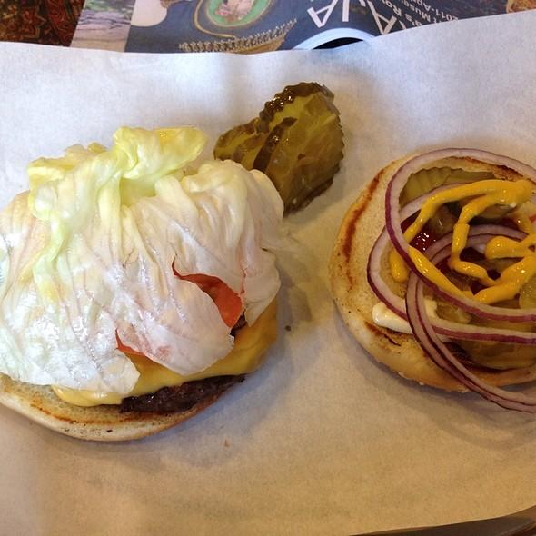 Cheeseburger @ jenny's burger