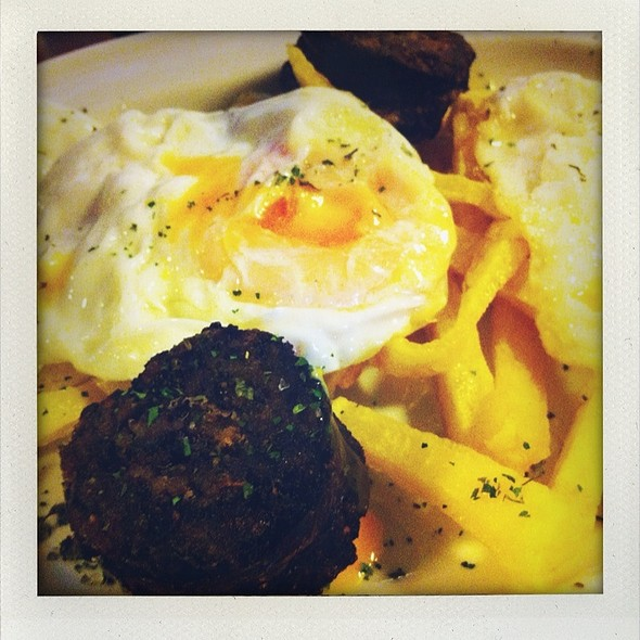Huevos Fritos con Morcilla @ La Casa de Fresno