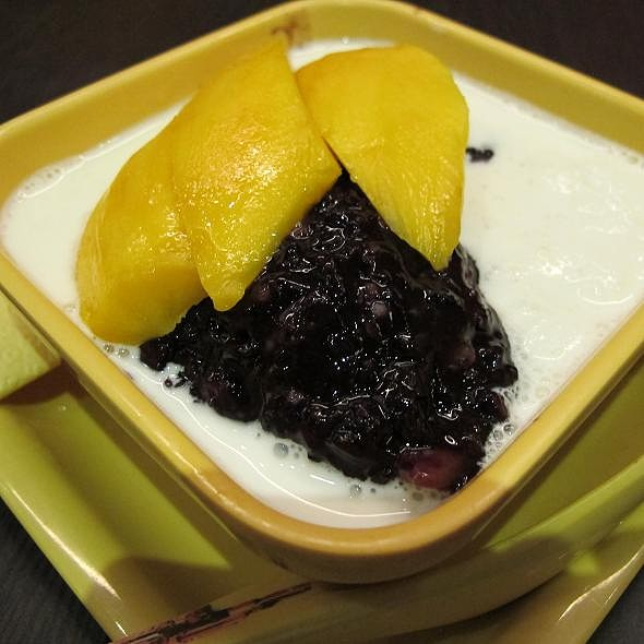 Mango In Vanilla Sauce With Thai Black Glutinous Rice @ Honeymoon Dessert 满记甜品 (Bugis Junction)