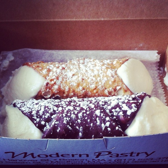 Cannoli @ Modern Pastry