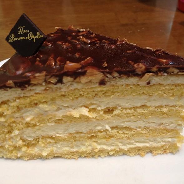 Bademli Pasta/Almond Cake @ Hacı Bozan Oğulları