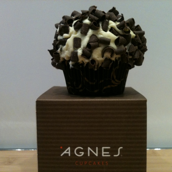 Black and White Cupcake @ Agnes Cupcakes