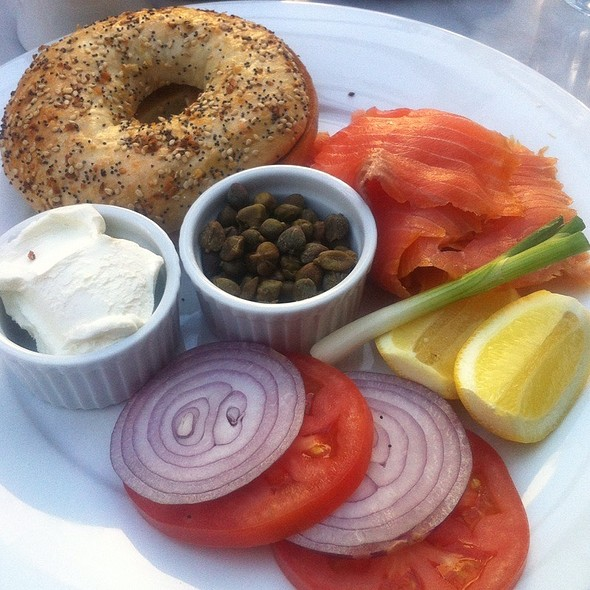 Everything Bagel With Smoked Salmon, Cream Cheese, Capers, Tomato, Onion And Lemon