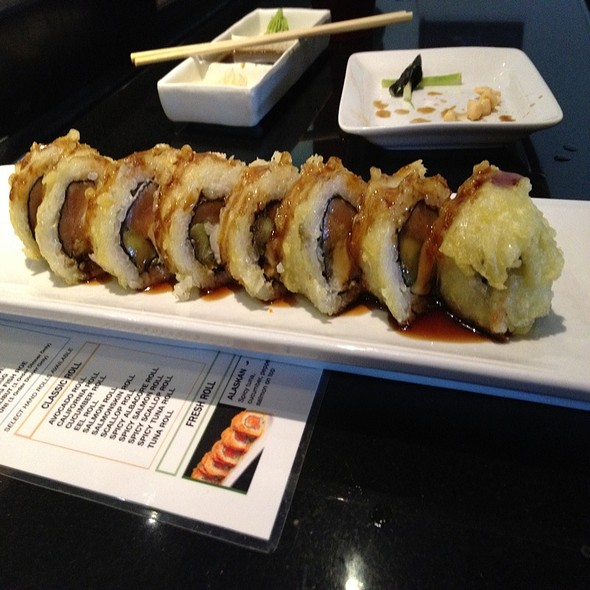 Phili Crunch Roll @ One Sushi Grill