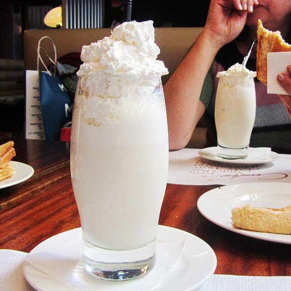 Vanilla Milkshake @ Cunha