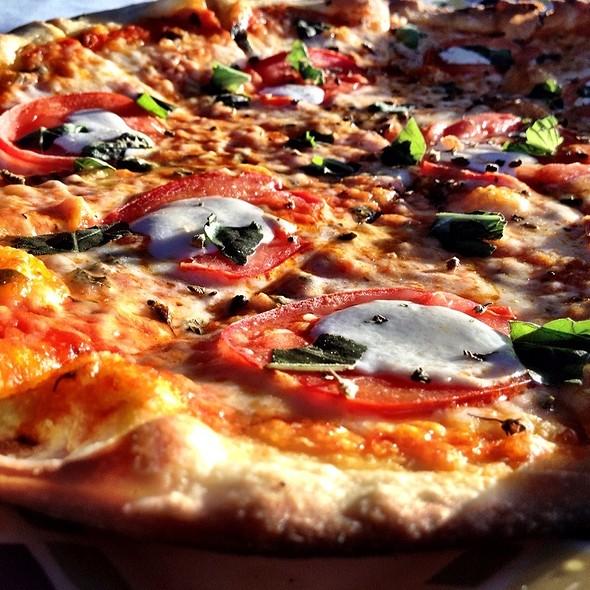 Pizza Margherita @ Ciao Bello