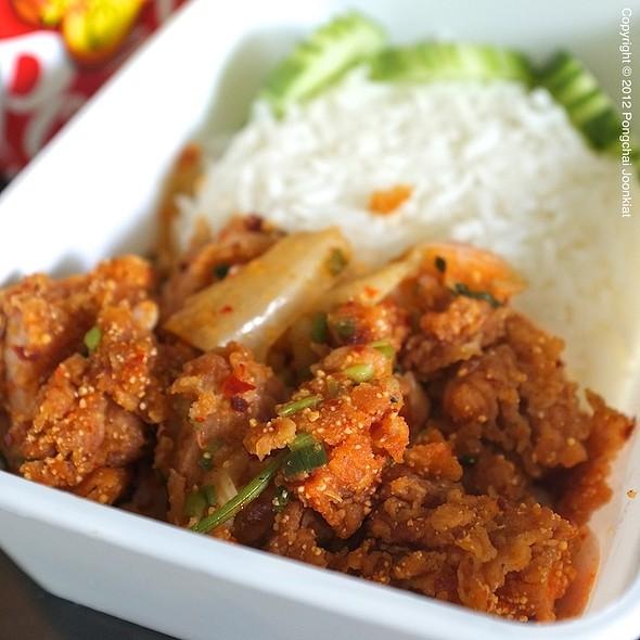 ข้าวยำไก่แซบ | Spicy Chicken Rice
