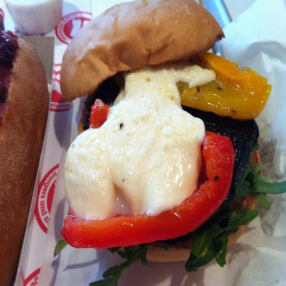 Portobello Mushroom Burger @ Wannaburger