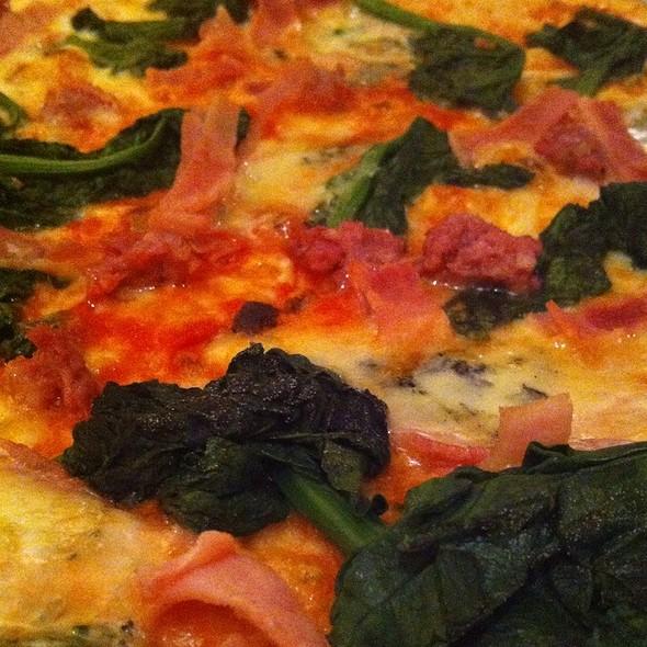 pizza spinat @ pizzeria la - cucina trattoria
