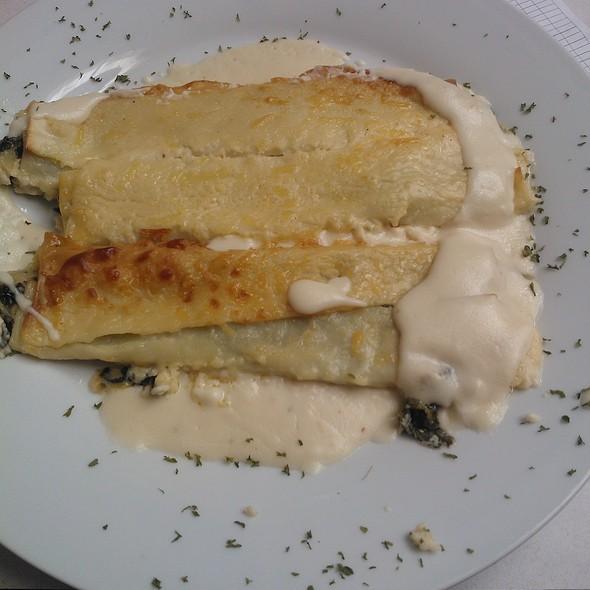 Caneloni de queijo brie e espinafre @ Toldinho verde