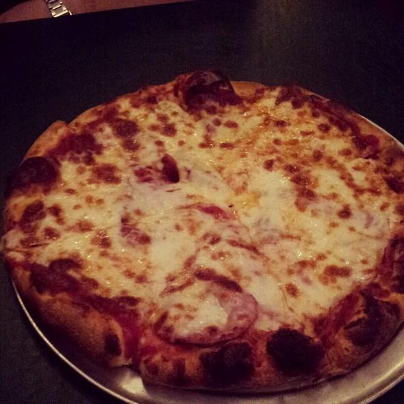 Pizza @ Mona Lisa Italian Restaurant & Deli, Little Italy