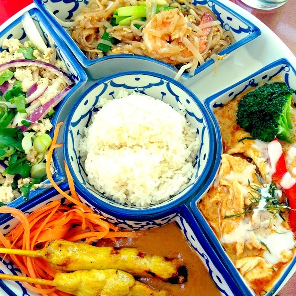 Thai Lunch Platter @ Bangkok Bistro