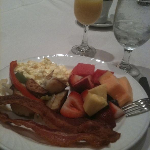 Breakfast - Coastal Restaurant & Bar – Hilton Charlotte Center City, Charlotte, NC