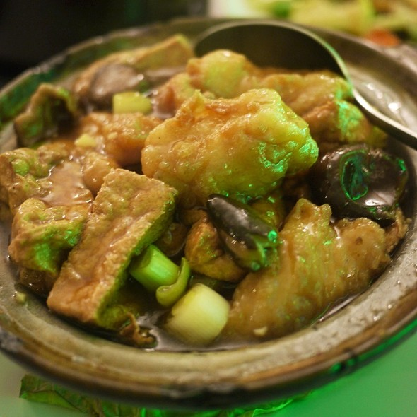 Fish Filet With Bean Curd Clay Pot @ R&B Seafood Restaurant