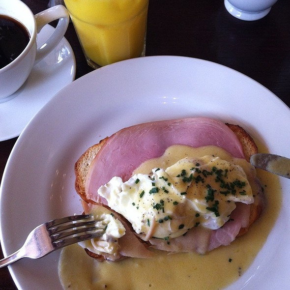Eggs Benedict @ Cafe Rouge