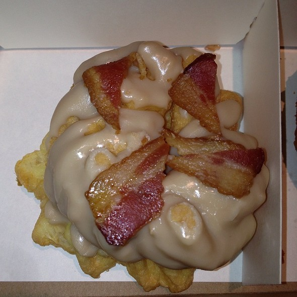 Maple Bacon Donut @ Do-Rite Donuts